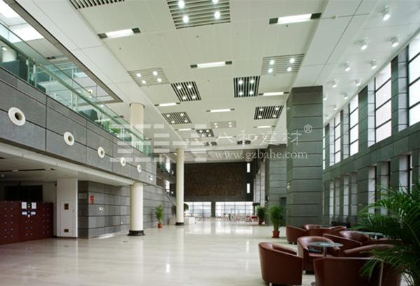 山西大学图书馆室内吊顶采用定制的冲孔金属铝板,具有吸音降噪的功能