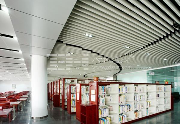山西大学图书馆设计延续了山大校园的整体建筑风格,采用新古典主义