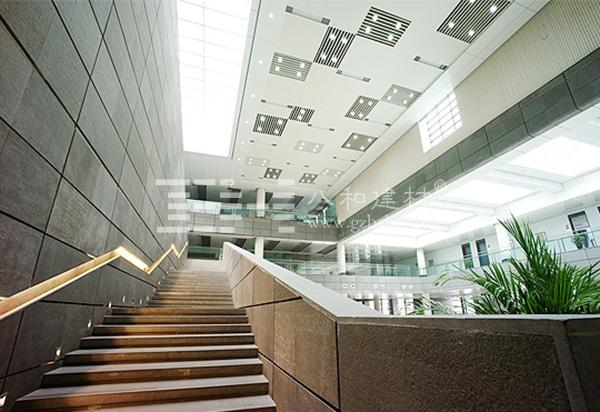 山西大学图书馆设计延续了山大校园的整体建筑风格,采用新古典主义建