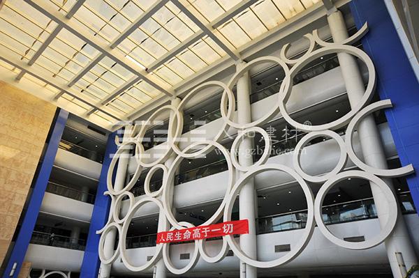 绵阳中心医院 - 造型铝单板所拼成的环2