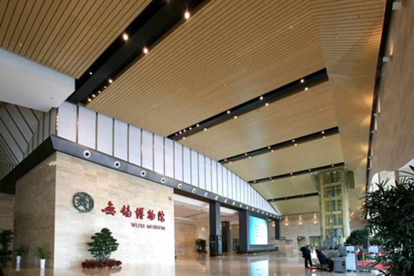 仿木纹条形铝扣板天花吊顶定制 国内十大铝建材供应商