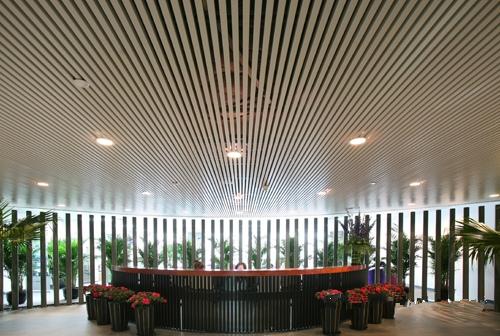 White Aluminum U-Shaped Baffle Decoration Beijing Fortune Center