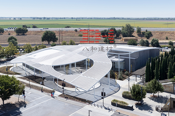 Manneti Sherron Art Museum's Aluminum Square Tube Canopy