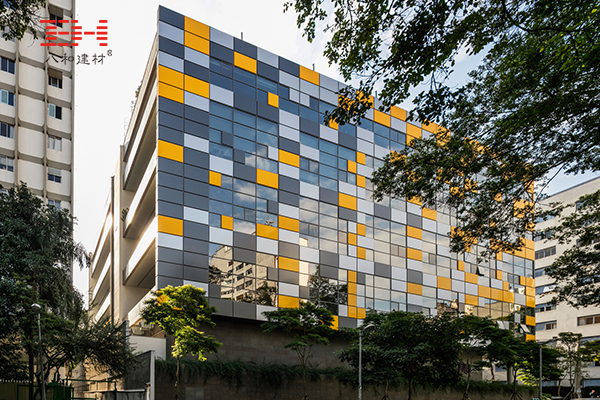 Color Aluminum Veneer To Create A Stylish Office Building Exterior