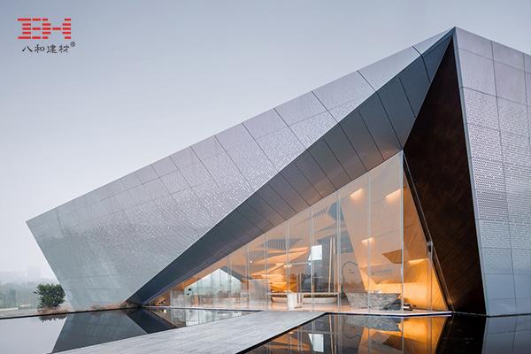 Perforated Aluminum Veneer For A Futuristic And Light-Gray Urban Pavilion