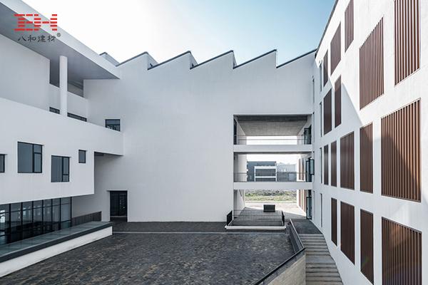 案例欣赏:铝合金格栅、铝方通装饰安徽大学艺术与传媒学院美术楼01.jpg
