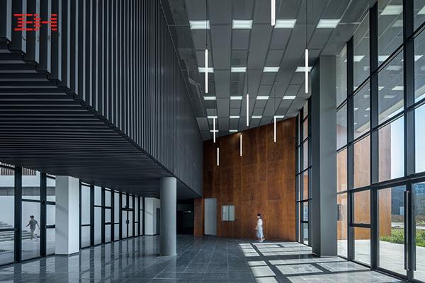 案例欣赏:铝合金格栅、铝方通装饰安徽大学艺术与传媒学院美术楼04.jpg