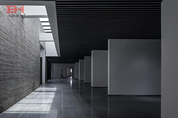 案例欣赏:铝合金格栅、铝方通装饰安徽大学艺术与传媒学院美术楼05.jpg