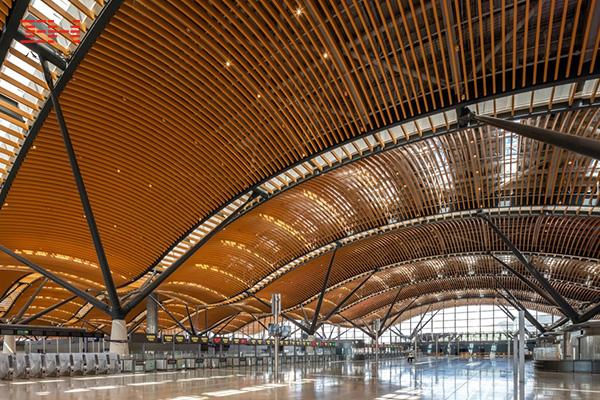 弧形铝方通打造珠澳大桥香港口岸旅检大楼穹顶装饰05.jpg