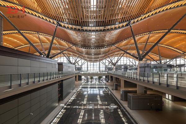 弧形铝方通打造珠澳大桥香港口岸旅检大楼穹顶装饰04.jpg