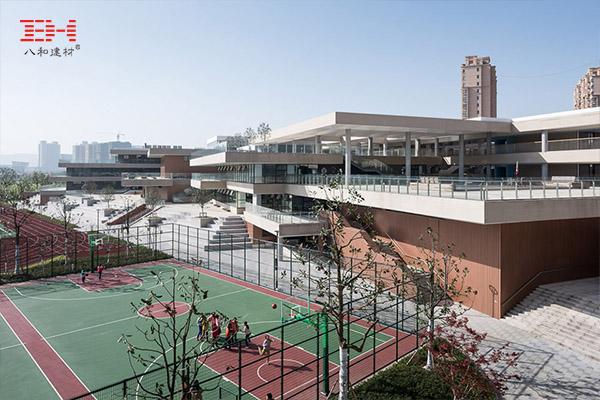 案例欣赏:铝天花吊顶、铝型材方通装饰小学大楼内外部天花