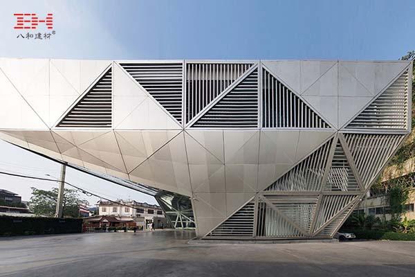案例欣赏:铝单板和铝百叶装饰艺术办公楼