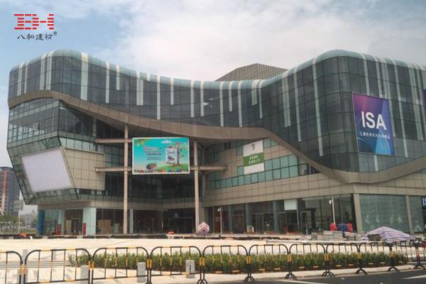 案例欣赏:木纹铝方通装饰深圳前海周大福全球商品购物中心天花