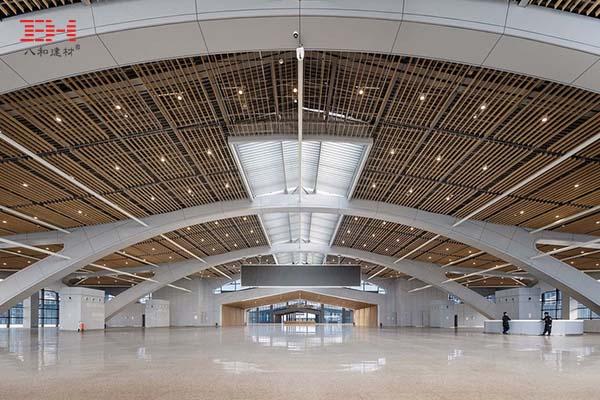 石家庄国际会展中心的仿木纹铝方通天花吊顶