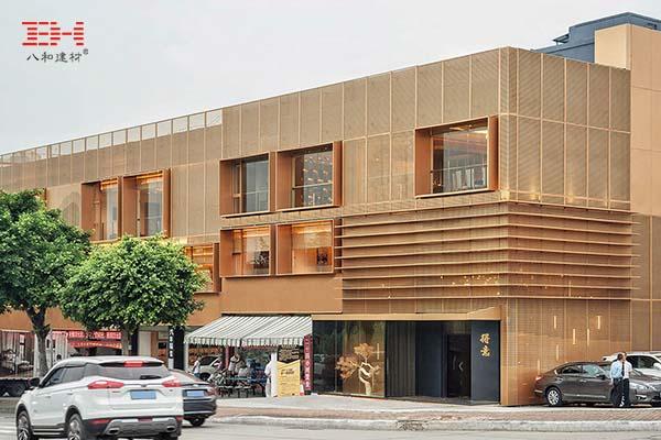 铜色穿孔铝板外墙,极具金属感的广州得意日式铁板料理餐厅