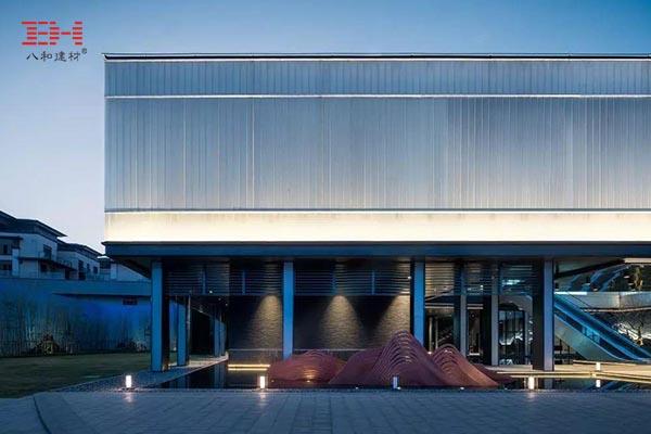 案例欣赏:领秀山艺术馆的玻璃及铝合金格栅立面