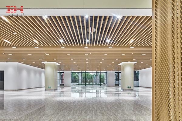 案例欣赏:上海现代交通工程中心室内木纹铝方通天花吊顶