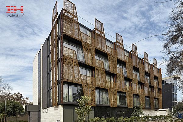 案例欣赏:智利拉德拉酒店的艺术镂空金属板立面