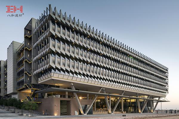 案例欣赏:异形铝单板装饰的马斯达尔城西门子总部立面