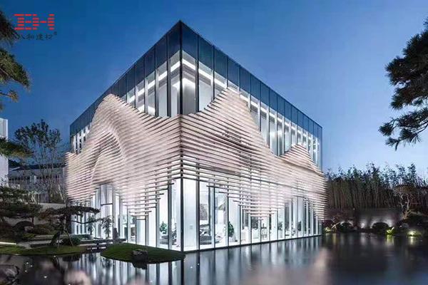 别样的穿孔铝板表现形态,重庆融创山晓生活美学馆的丛山立面