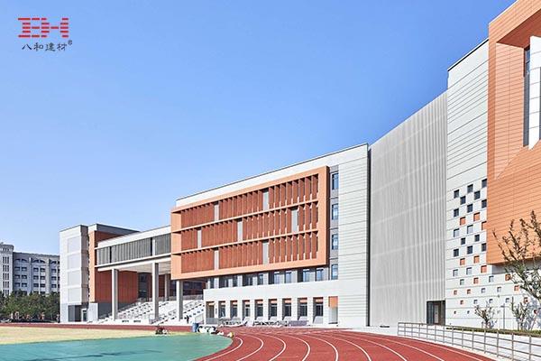 复旦大学新江湾第二附属学校的铝板幕墙和型材铝方管幕墙