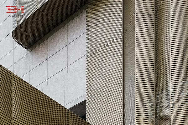 上海宝钢大厦改建,穿孔铝单板的巧妙利用