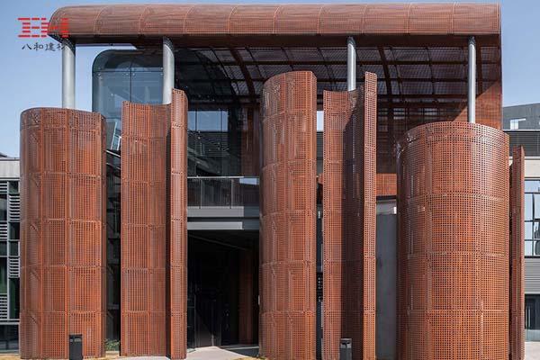 案例欣赏:深圳国际艺展中心艺术小镇的弧形穿孔铝单板