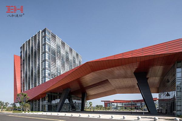 红色氟碳铝单板装饰的常州市维稳反恐处突训练基地大楼