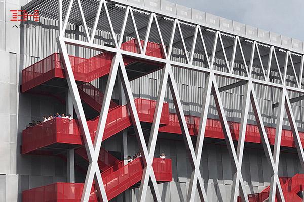 案例欣赏:穿孔铝单板用于楼梯护栏和走廊护栏