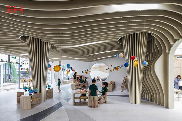 案例欣赏:木纹弧形铝方通创建幼儿园艺术天花