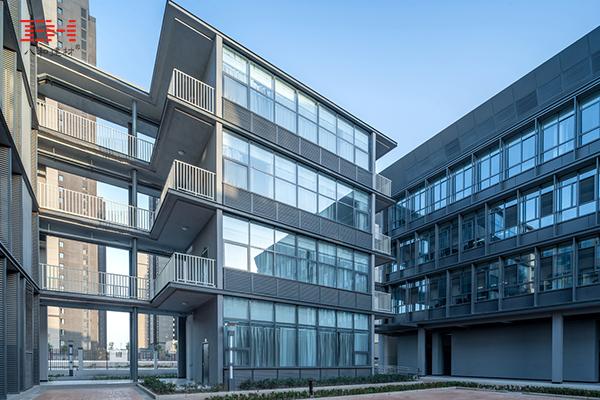 案例欣赏:户外铝单板装饰的郑州第一130中学