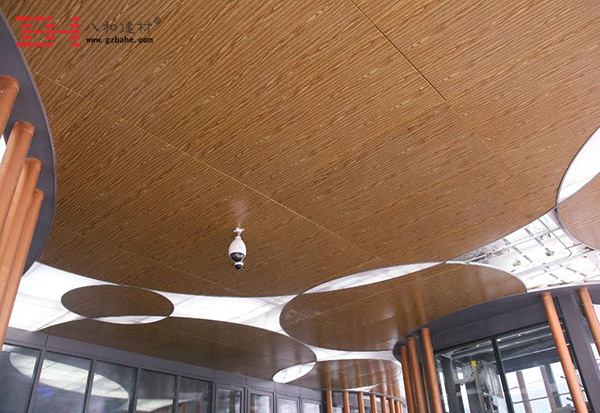 八和建材仿木纹铝单板,点亮建筑的无限生机!