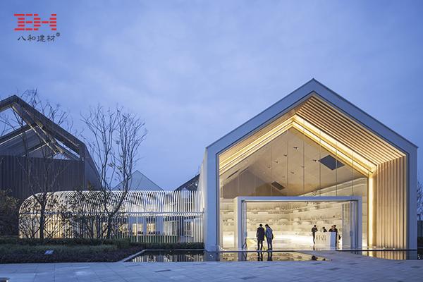 铝方通打造艺境幼儿园外观