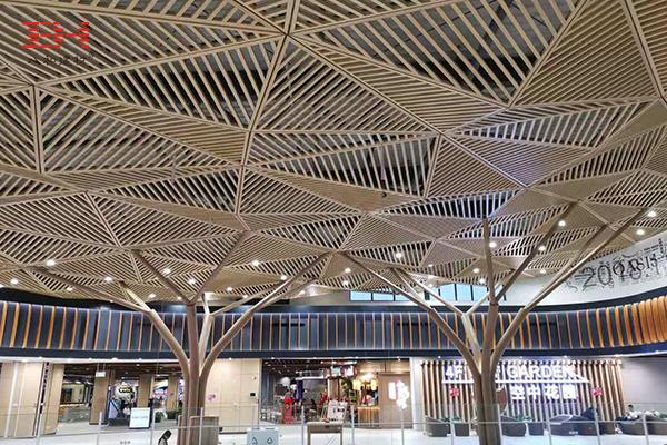 案例欣赏:木纹铝方通装饰永旺梦乐城内部空间