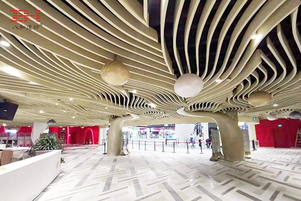 案例欣赏:艺术弧形铝方通装饰金沙永旺梦乐城