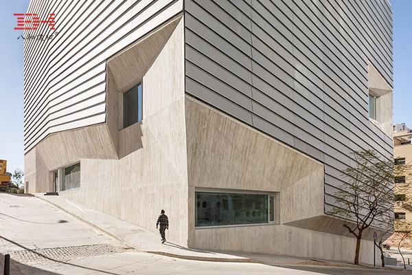 案例欣赏:灰色冲孔铝单板装饰考古遗迹上的图书馆外墙