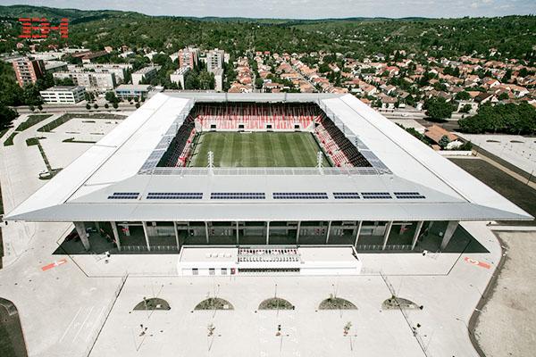 案例欣赏:白色/灰色幕墙铝单板装饰足球场外墙与顶棚