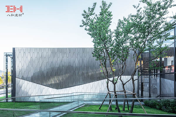 案例欣赏:幕墙铝蜂窝板装饰社区中心