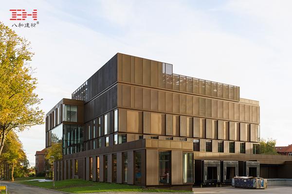 案例欣赏:幕墙铝单板和金属拉伸网装饰实验大楼外墙