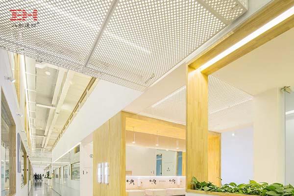 案例欣赏:冲孔铝单板装饰办公空间