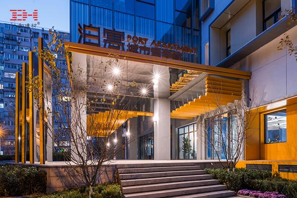 案例欣赏: V型铝方通吊顶装饰公寓入口区域