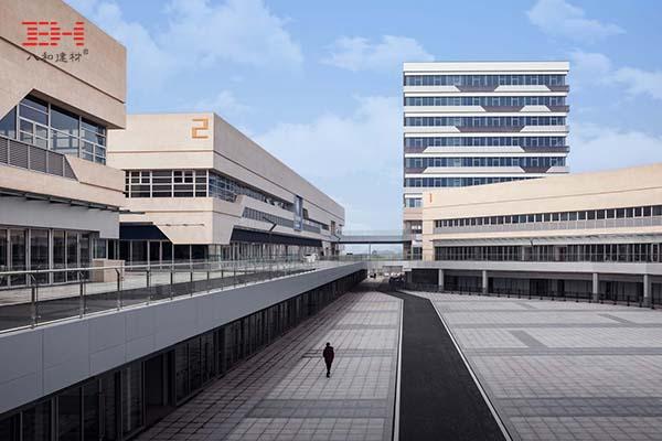 室外铝单板,室内铝方通,南京天益国际汽车城的铝装饰
